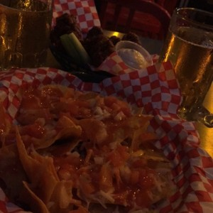 nachos + wings + pintas