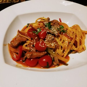 fetuccini con filete de res