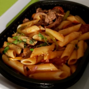 Penne con filete de res