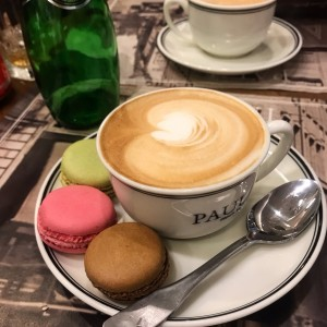 Capuccino con macaroons