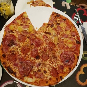 Pizza Hawaiiana/4 Carnes