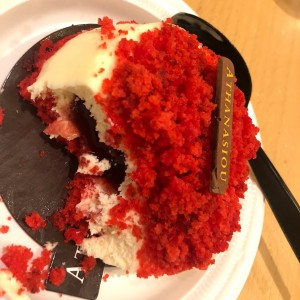 red velver cheesecake