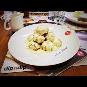 Profiteroles con Chocolate Blanco - DipNDip - MultiPlaza