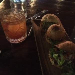 Pulled Pork Sliders con un buen Old Fashioned!!