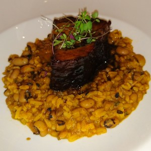 Pork Belly con arroz y frijoles