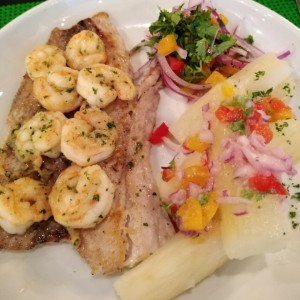 filete con camarones al ajillo