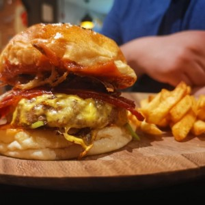 Platos Principales - Bat Country Burger