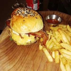 hamburguesa con queso y bacon