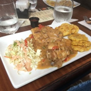 Filete de Pollo en salsa de Hongos