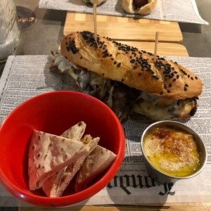 Platos Principales - Philly Cheesesteak