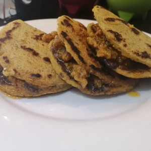 Gorditas De Chicharrón