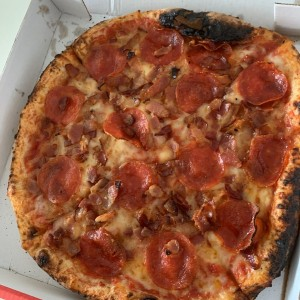 Pizza con Pepperoni y Bacon