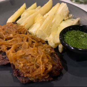 Filete con Yuca asada