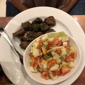 Filete al ajillo con ensalada turka