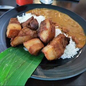 puerco arroz y porotos