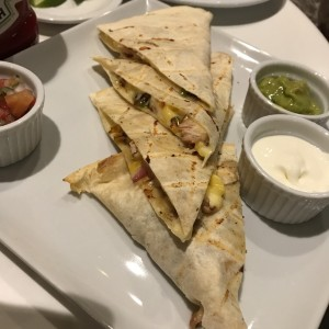 QUESADILLA DE POLLO / CHICKEN QUESADILLA