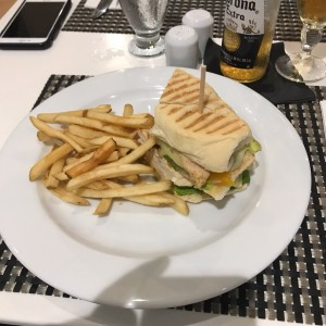 PANINI DE POLLO / CHICKEN PANINI