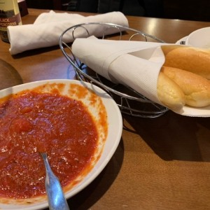 bread sticks con salsa marinara