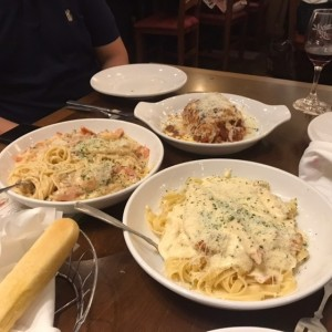 Chicken Alfredo, Chicken and Shrimp Carbonara y Lasagna de Carne