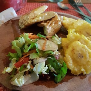 Chicken Breast with salad and patacones.