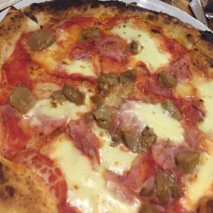 pizza de hongis con jamon