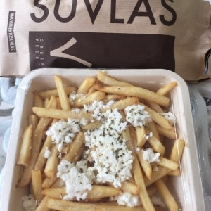 papas con queso fetta y oregano