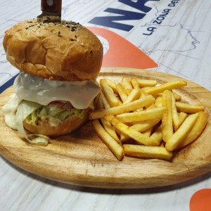 Hamburguesa doble cheese con papas fritas