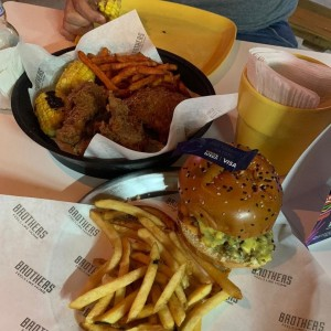 Brothers Fried Chicken y LeBurger
