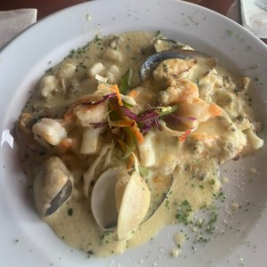 Filete de Corvina Rellena de Mariscos
