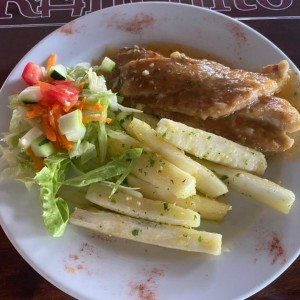 Filete Corvina/Corvina Fillet yuca moho