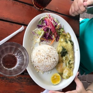 filete de corvina al ajillo +arroz con coco