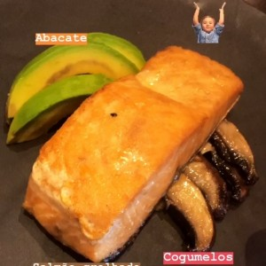 salmon y aguacate