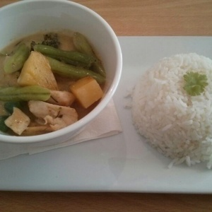 Curry amarillo con pollo