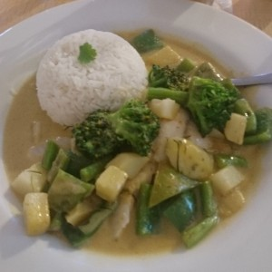 yellow curry with pescado