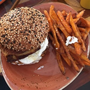 goat cheese burger deliciosa