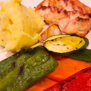filete de pollo con vegetales y pure