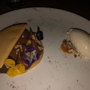 Galleta con chocolate y helado
