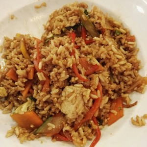 Arroz integral con vegetales y tofu