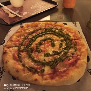 Pizza napolitana con pesto