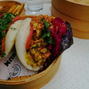 Pollo Curry Bun