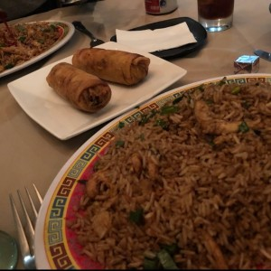 arroz con pollo y lumpias
