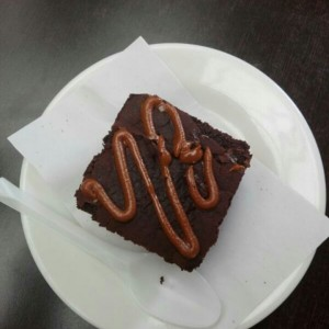 Brownie de chocolate con arequipe