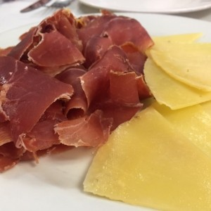 Tabla de jamon serrano y queso manchego
