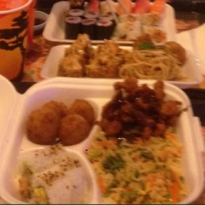chicken fry combo y sushi mixto