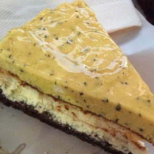 Cheesecake con mus de parchita