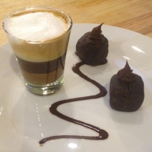 Cafe Bombon con arequipe y Trufas