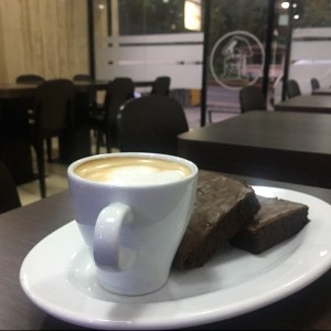brownie con cafe