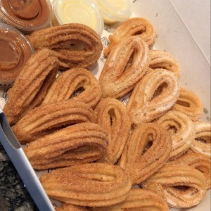 The churros box (leche condensada y arequipe)