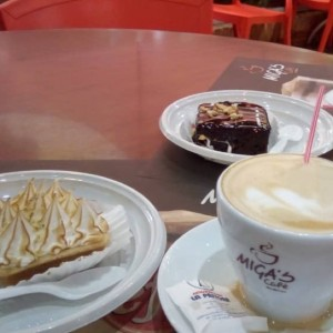 Cafe Latte, Tartaleta de Limon y Brownie