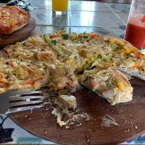 pizza vegetariana con crema